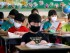 Alumnos surcoreanos de una escuela primaria con máscaras como precaución contra el virus del Síndrome Respiratorio de Oriente Medio, o MERS, durante una clase en su escuela de Busan, Corea del Sur. (Cha Geun-ho/Yonhap via AP)