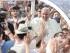 El papa Francisco llega a una reunión con jovenes en Turín, Italia, el domingo 21 de junio de 2015. (AP Foto/Massimo Pinca)