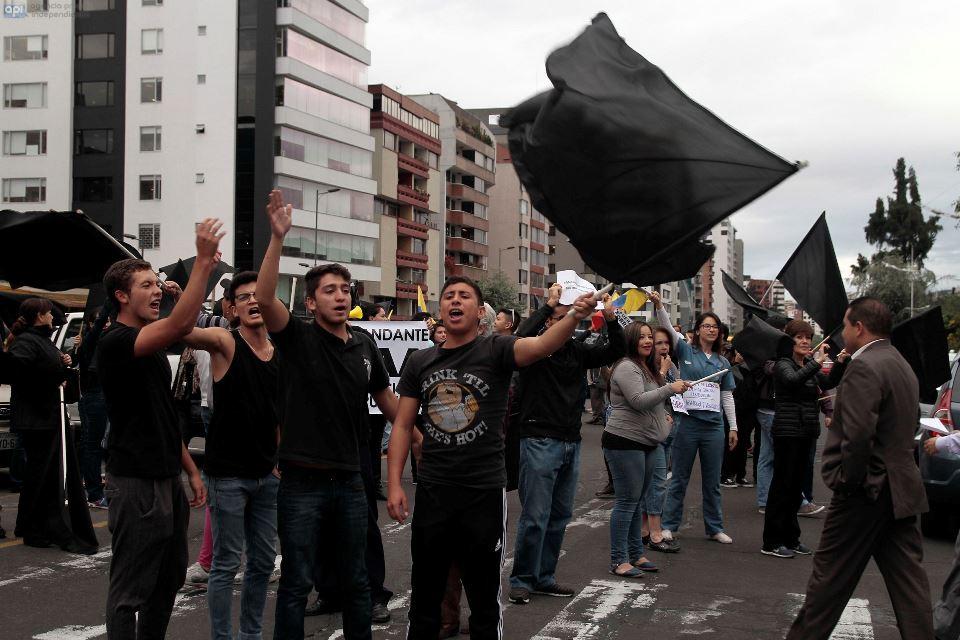 ECUADOR - QUITO - 17/06/2015 - Protestas en contra del gobierno. FOTOS API/JUAN CEVALLOS.