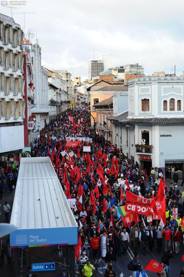 24-06-2014-QUITO-ECUADOR. Manifestaciones encabezadas por el FRENTE UNITARIO DE TRABAJADORES en contra de las políticas gubernamentales de Rafael correa. FOTOAPI/JUAN RUIZ