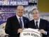 Foto de archivo.  El entrenador madrileño Rafa Benítez (i), acompañado por el presidente del Real Madrid, Florentino Pérez (d), durante su presentación como nuevo técnico del equipo blanco, en un acto que ha tenido lugar este mediodía en el palco de honor del estadio Santiago Bernabéu. EFE/Emilio Naranjo.