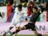 El jugador de México, Rafael Márquez, derecha, marca al jugador de Bolivia, Marcelo Moreno, en un partido por la Copa América el viernes, 12 de junio de 2015, en Viña del Mar.(AP Photo/Ricardo Mazalan).