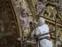 Fotografía del 24 de junio del 2015 de un estudiante universitario restaurando retablos, y cuadros, esculturas y artesonados de la iglesia de San Francisco, en Quito. Foto: EFE/José Jácome