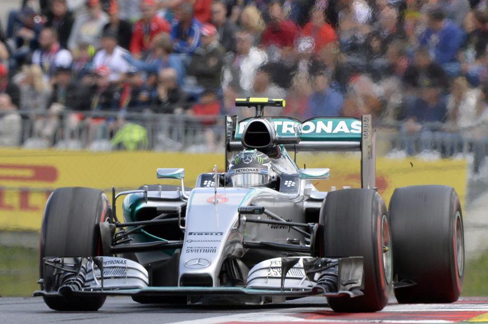 El piloto alemán Nico Rosberg, de Mercedes,  en acción durante el Grand Prix de Fórmula Uno en Austria, el 21 de junio de 2015. EFE/EPA/HANS KLAUS TECHT