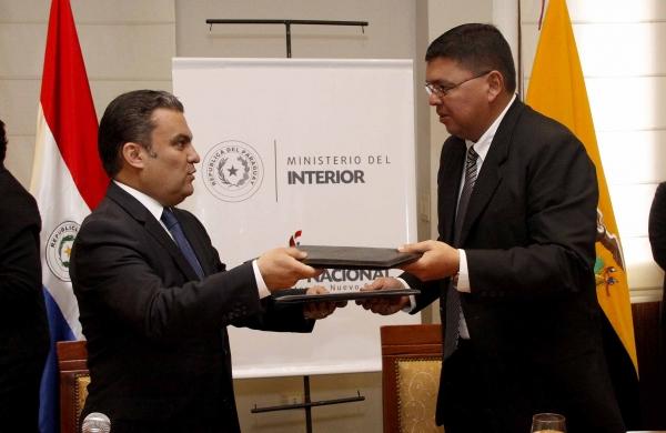 Ecuador y paraguay firman acuerdo sobre seguridad for Ministerio del interior ecuador
