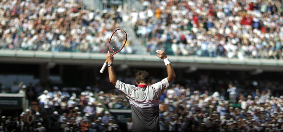 París (Francia ) , 07/ 06 / 2015.- Stanislas Wawrinka de Suiza reacciona tras vencer a Novak Djokovic de Serbia durante la final masculina del torneo de tenis Abierto de Francia en Roland Garros en París , Francia , 07 de junio de 2015. ( Tenis , Francia, Suiza) EFE / EPA / Yoan VALAT
