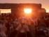 El sol se alza ante miles de personas reunidas en el antiguo círculo de piedras de Stonehenge para cleebrar el solsticio de verano boreal, el día más largo del año, cerca de Salisbury, Inglaterra, el domingo 21 de junio de 2015. (AP Foto/Tim Ireland)