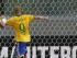 Diego Tardelli, de la selección de Brasil, anota frente al arquero de México, Jesús Corona, durante un partido amistoso realizado el domingo 7 de junio de 2015, en Sao Paulo (AP Foto/Andre Penner)