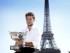El tenista suizo Stan Wawrinka posa con el trofeo de Roland Garros junto a la torre Eiffel tras hacerse con el título masculino en París (Francia) hoy, lunes 8 de junio de 2015. Wawrinka dio una enorme sorpresa al vencer en la final de Roland Garros al número uno del mundo, Djokovic, que parecía lanzado a la conquista del único grande que falta en su palmarés. EFE/Etienne Laurent.