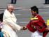 """QUITO (ECUADOR), 5/07/2015.- El papa Francisco saluda a jóvenes a su llegada hoy, domingo 5 de julio de 2015, a Quito, capital de Ecuador, en la primera parada en su gira latinoamericana, que lo llevará también a Bolivia y Paraguay. El avión en el que viaja el papa, un Airbus A330-200 de la compañía Alitalia, aterrizó a las 14.44 hora local (19.44 GMT) en el aeropuerto internacional """"Mariscal Sucre"""". EFE/Jose Jacome Rivera"""