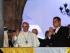 QUITO (ECUADOR) 06/07/2015.- El papa Francisco (i) es visto a su llegada hoy, lunes 6 de julio de 2015, junto al presidente de Ecuador Rafael Correa, en el Palacio de Gobierno en Quito (Ecuador). Tras bajar del modesto automóvil en el que llegó a Quito desde el aeropuerto y ser recibido por Correa, el sumo pontífice se acercó a uno de los balcones del palacio de Carondelet, desde donde saludó y bendijo a los fieles que lo vitoreaban desde la Plaza de la Independencia. EFE/JOSÉ JÁCOME