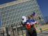 Un hombre posa con sus documentos migratorios frente a la Embajada de los EEUU el lunes 20 de julio del 2015, en La Habana (Cuba). Estados Unidos y Cuba escenificaron hoy el restablecimiento de sus relaciones diplomáticas tras casi 55 años de ruptura con la apertura en Washington de la embajada cubana. EFE/Rolando Pujol