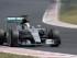 El piloto de Mercedes Lewis Hamilton corre en la clasificatoria para el Gren Premio de Hungría de la Fórmula Uno en Budapest, Hungría, el sábado 25 de julio de 2015. Hamilton se adjudicó la pole para la carrera del domingo. (AP Photo/Petr David Josek).