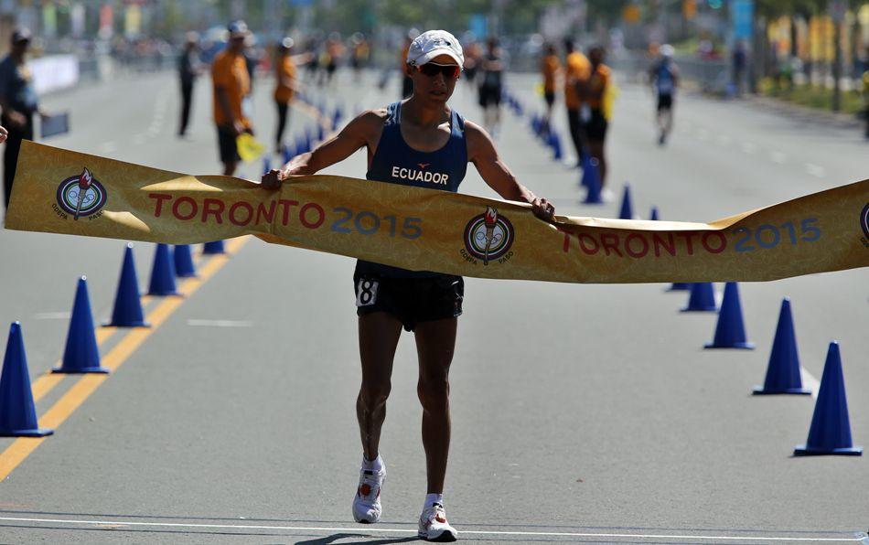 El atleta de Ecuador Andrés Chocho gana la medalla de oro en la competencia de 50 kilómetros de marcha, hoy domingo 26 de julio, en los Juegos Panamericanos de Toronto, Canadá. EFE/ALEJANDRO ERNESTO