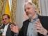 Fotografía de archivo del 18 de agosto de 2014 del canciller de Ecuador Ricardo Patiño (izquierda) y del fundador de WikiLeaks Julian Assange durante una conferencia de prensa en la embajada ecuatoriana en Londres. (John Stillwell/Fotografía de Pool vía AP, Archivo)