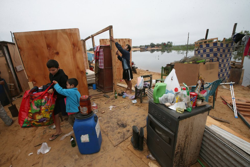 Las casas en  Bañados, en fotoreportaje del diario español El País, en junio de 2014.