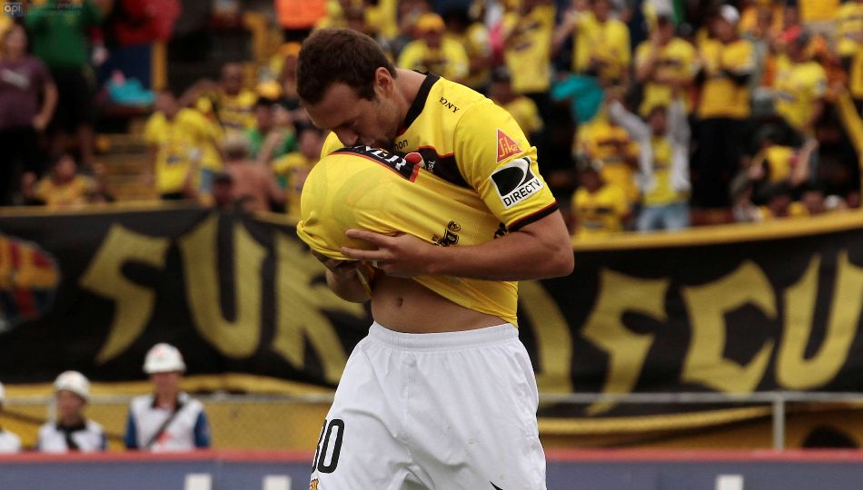 ECUADOR - QUITO - 19/07/2015. Catolica vs Barcelona. En la Foto Brahian Aleman celebra su gol (Barcelona).  FOTOS API/JUAN CEVALLOS.