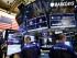 Corredores de Barclays durante la sesión de la Bolsa de Valores de Nueva York. (AP Foto/Mark Lennihan)