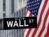 En fotografía de archivo se ve el letrero que identifica a la calle donde se encuentra la Bolsa de Valores de Nueva York. (Foto AP/Mark Lennihan)