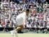 El tenista serbio Novak Djokovic en acción contra el francés Richard Gasquet durante el partido de semifinal del torneo de Wimbledon que ambos disputaron en el All England Lawn Tennis Club en Londres (Reino Unido) hoy, 10 de julio de 2015. EFE/Facundo Arrizabalaga.