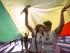 Dos mujeres se besan bajo la bandera arcoiris durante la tradicional manfiestación reivindicativa con motivo del Día Internacional del Orgullo Lésbico, Gay, Transexual y Bisexual que se ha celebrado hoy por el centro de la ciudad de Valencia. EFE/Manuel Bruque