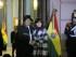 La presidenta argentina, Cristina Fernández (d), junto a su par boliviano, Evo Morales (i), el miércoles 15 de julio de 2015, durante la inauguración de la estatua de Juana Azurduy, donada por el Gobierno boliviano, en la plaza de Casa de Gobierno, en Buenos Aires (Argentina). Foto: EFE/Enrique Garcia Medina