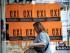 """Una mujer pasa por delante un carteles en los que se pide votar """"no"""" en el próximo referendo sobre las propuestas de los acreedores internacionales de Grecia, en Atenas, el 1 de julio de 2015. (Foto AP/Petros Giannakouris)"""