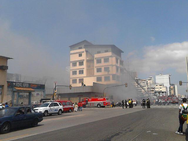 Incendio en la avenida Quito y Padre Solano.  Foto: Ramón Vergara