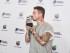 J Balvin posa con su premio durante los Premios Juventud el jueves 16 de julio de 2015, en Coral Gables, Florida (EE.UU.). EFE/Gaston De Cardenas