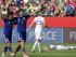 Las japonesas Saori Ariyoshi (19) y Saki Kumagai (4) festejan luego de derrotar a las inglesas 2-1 en la semifinal del Mundial de fútbol para mujeres, el miércoles 1 de julio de 2015, en Edmonton, Canadá. Japón enfrentará a Estados Unidos en la final el domingo en Vancouver. (Jason Franson/The Canadian Press via AP).