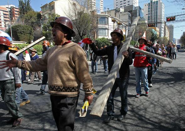 Integrantes del Comité Cívico de Potosí, en la protesta. Foto: EFE