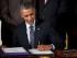 Barack Obama firma convirtiendo en ley dos iniciativas que le dan mayor autoridad para negociar acuerdos internacionales de libre comercio y que proveen ayuda a trabajadores cuyos empleos sean desplazados por este tipo de tratados, el lunes 29 de junio de 2015, en el Salón Este de la Casa Blanca, en Washington. (Foto AP/Carolyn Kaster)