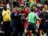 El jugador de Panamá, Erick Davis, centro, es restringido por personal después que el árbitro del partido contra México por las semifinales de la Copa de Oro pitó un penal a los 88 minutos el miércoles, 22 de julio de 2015, en Atlanta. (AP Photo/John Bazemore)