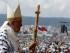 El Papa Francisco avanza hacia la celebración de una misa campal en el parque Bicentenario de Quito, Ecuador, el 7 de julio de 2015. (AP Photo/Gregorio Borgia)