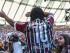 RÍO DE JANEIRO (BRASIL), 19/07/15.- El jugador de fútbol Ronaldinho Gaúcho se presenta ante los hinchas de Fluminense, su nuevo club, en el estádio de Maracaná, antes del partido contra Vasco da Gama hoy, domingo 19 de julio de 2015, por el campeonato brasileño de fútbol. EFE/ Antonio Lacerda