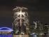 Despliegue de fuegos artificiales en la Torre CN en el centro de Toronto durante los Juegos Panamericanos de Toronto, el viernes 11 de julio de 2015. (AP Foto/Rebecca Blackwell).
