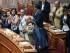 Miembros del gabinete aplauden luego de que el primer ministro griego Alexis Tsipras llega al Parlamento en Atenas, el jueves 9 de julio de 2015. (Nikos Chalkiopoulos/InTime News via AP)