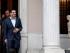 El primer ministro griego, Alexis Tsipras, sale de su oficina tras una reunión del gabinete en Atenas, Grecia, el domingo 21 de junio de 2015. (AP Foto/Yorgos Karahalis)