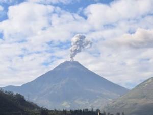 El volcán Tungurahua en una imagen de archivo. Foto: F. Vásconez, OVT