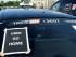 """Un taxi en París en un piquete durante una huelga de taxis en París, el 25 de junio de 2015 en París. Los taxistas franceses hicieron huelga el jueves en todo el país, complicando el tráfico en las grandes ciudades y frenando el acceso al aeropuerto parisino de Charles de Gaulle tras semanas de crecientes y en ocasiones violentas tensiones por el servicio Uber. El cartel dice """"Uber, váyase a casa"""". (AP Foto/Bertrand Combaldieu)"""