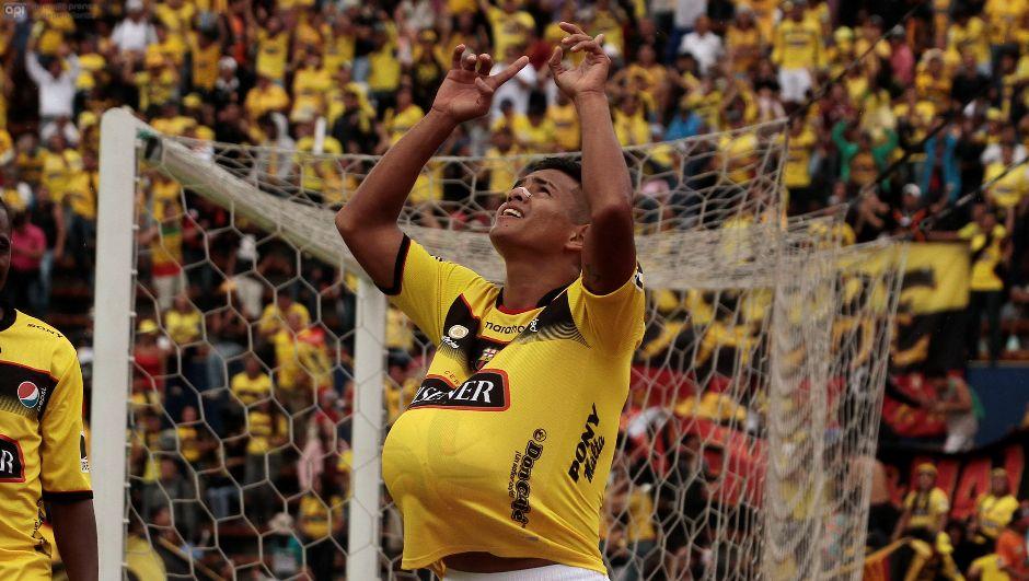 ECUADOR - QUITO - 19/07/2015. Catolica vs Barcelona. En la Foto Washington Vera  celebra su gol (Barcelona).  FOTOS API/JUAN CEVALLOS.