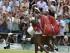 La tenista estadounidense Serena Williams (d) tras su victoria ante su hermana Venus Williams (i) durante el partido de cuarta ronda del Torneo de Wimbledon en el All England Lawn Tennis Club, en Londres (Reino Unido), hoy, lunes 6 de julio de 2015. EFE/Andy Rain.