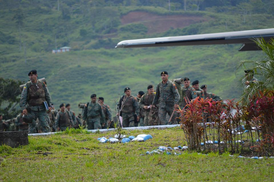 Infantería de Marina en Macas, el 18 de agosto de 2015. Fotos subidas a la página de Facebook de Radio Macas.