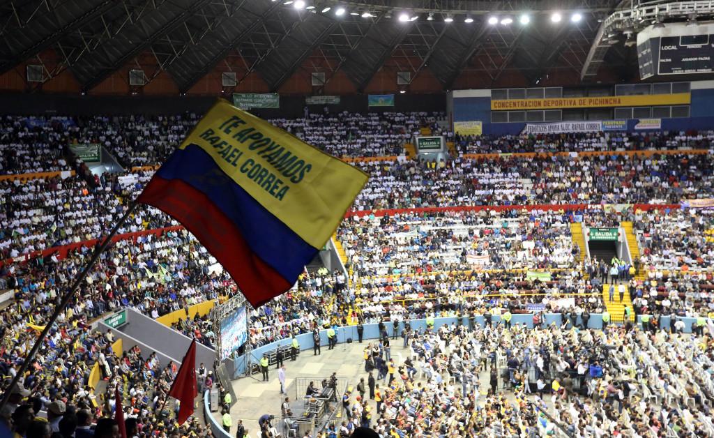 Quito (Pichincha), 6 agosto 2015.- El Presidente de la República, Rafael Correa, dialogó con las Federaciones Nacionales de Transporte Terrestre del Ecuador en una masiva reunión que se realizó en el Coliseo General Rumiñahui, en la capital. Foto: Carlos Silva / Presidencia de la República