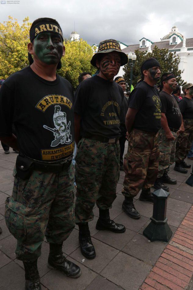 Soldados IWIAS custodian  el Palacio de Carondelet el 12 de agosto de 2015. API