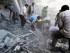 Esta foto difundida por la Red Noticiosa Revolucionaria de Douma en su página en Facebook muestra a sirios buscando entre los escombros despupues de un ataque del gobierno sirio al suburbio de Douma en control de un grupo rebelde el 22 de agosto del 2015. Los activistas dijeron que el ataque causó 20 muertes. (Firas Abdullah/Douma Revolution News Network Facebook page via AP)