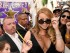 Mariah Carey rodeada por admiradores tras develar su estrella en el Paseo de la Fama de Hollywood, el miércoles 5 de agosto del 2015 en Los Angeles. (Foto por Chris Pizzello/Invision/AP)