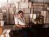 """En esta imagen sin fecha de producción proporcionada por Netflix, el actor Wagner Moura como Pablo Escobar, en la serie original de Netflix """"Narcos"""". La serie biográfica promete presentar un retrato auténtico de Escobar, de manera que era lógico que el director y productor ejecutivo brasileño Jose Padilha optara por filmar los 10 episodios en Medellín, la capital mundial del asesinato durante el apogeo de Escobar en los 80. (Daniel Daza/Netflix via AP)"""