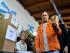 El gobernador de la provincia de Buenos Aires, Daniel Scioli, vota hoy, domingo 9 de agosto de 2015, a su centro electoral para votar en los comicios argentinos. Los colegios electorales de Argentina abrieron hoy a las 08.00 hora local (11.00 GMT) para las elecciones primarias que definirán a los candidatos para las generales de octubre, a las que han sido convocados más de 32 millones de electores. Los argentinos deciden hoy entre un total de 15 aspirantes a competir por la sucesión de Cristina Fernández en la Jefatura de Estado argentina. EFE/Daniel Dabove
