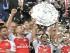 Londres (Reino Unido), 02/08 / 2015.- jugadores de Arsenal celebran con el trofeo después de ganar su partido de fútbol Inglés FA Community Shield entre el Chelsea y el Arsenal en el estadio de Wembley en Londres, Reino Unido, 02 de agosto de 2015. (Londres) EFE / EPA / FACUNDO ARRIZABALAGA